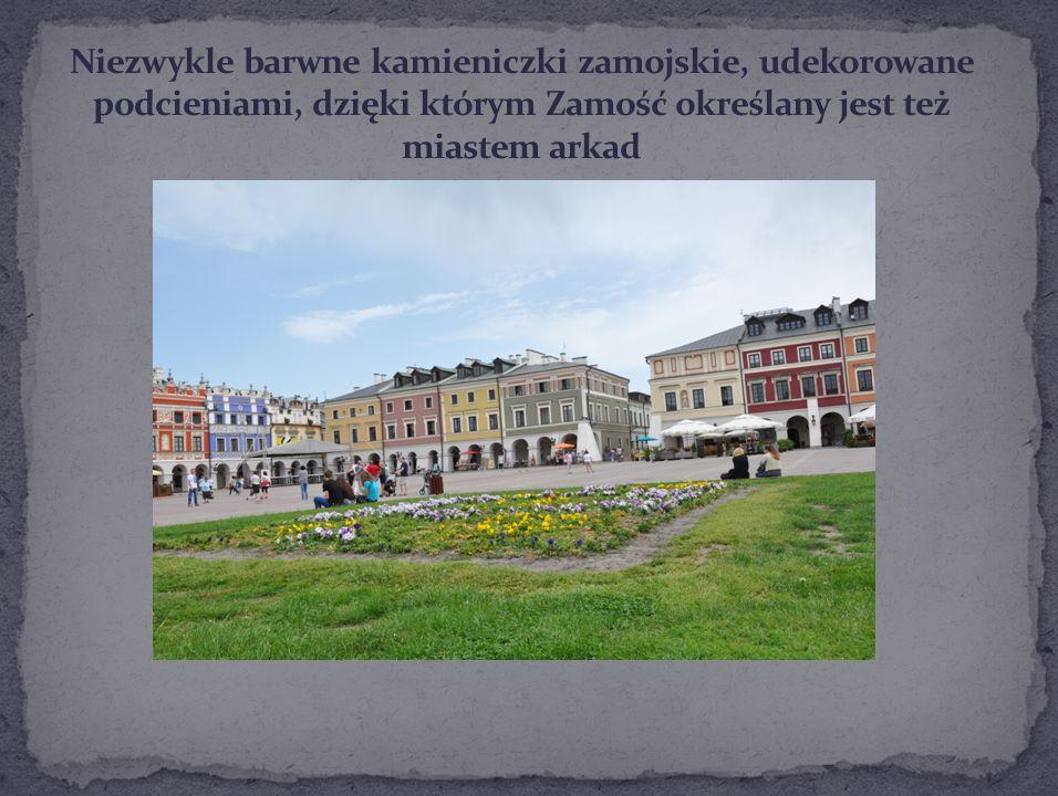 Niezwykle barwne kamieniczki zamojskie, udekorowane podcieniami, dzięki którym Zamość określany jest też miastem arkad