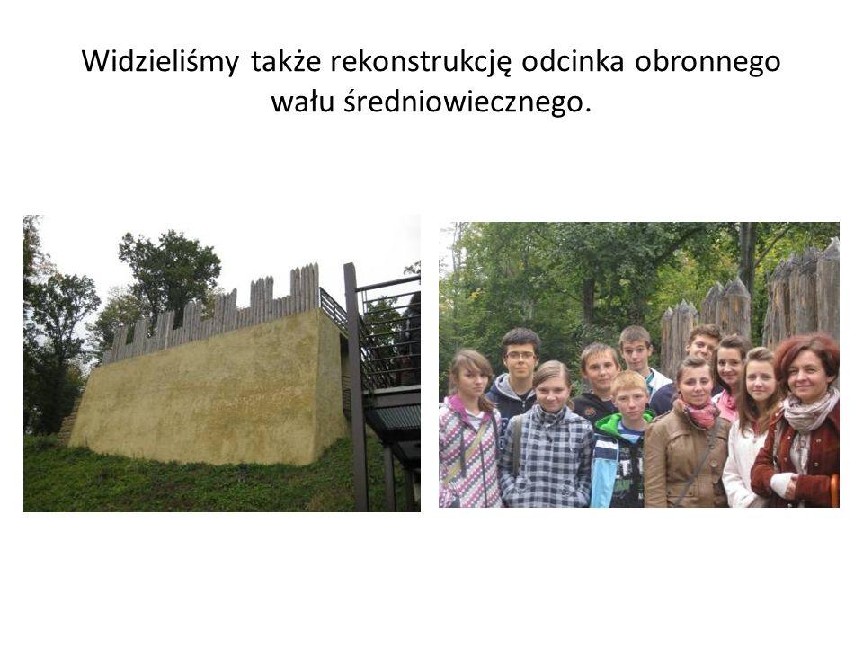 Widzieliśmy także rekonstrukcję odcinka obronnego wału średniowiecznego.