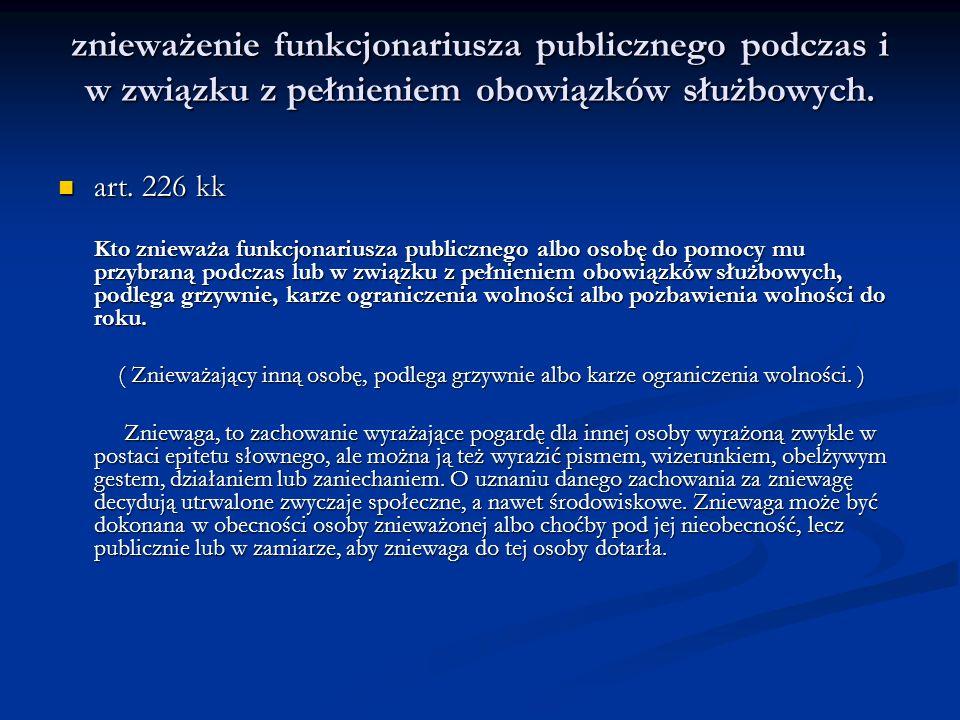 znieważenie funkcjonariusza publicznego podczas i w związku z pełnieniem obowiązków służbowych.