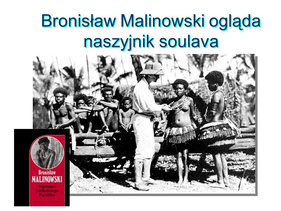 Bronisław Malinowski ogląda naszyjnik soulava