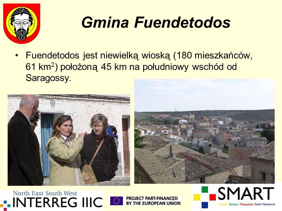 Gmina Fuendetodos Fuendetodos jest niewielką wioską (180 mieszkańców, 61 km2) położoną 45 km na południowy wschód od Saragossy.