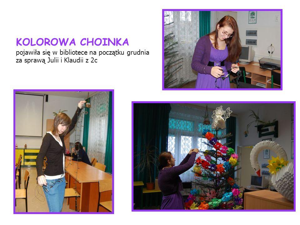 KOLOROWA CHOINKA pojawiła się w bibliotece na początku grudnia za sprawą Julii i Klaudii z 2c