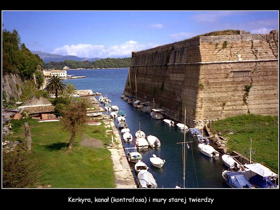 Kerkyra, kanał (kontrafosa) i mury starej twierdzy