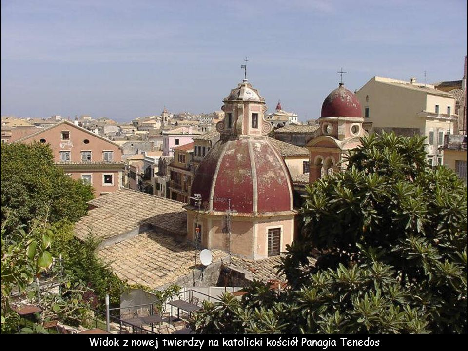 Widok z nowej twierdzy na katolicki kościół Panagia Tenedos