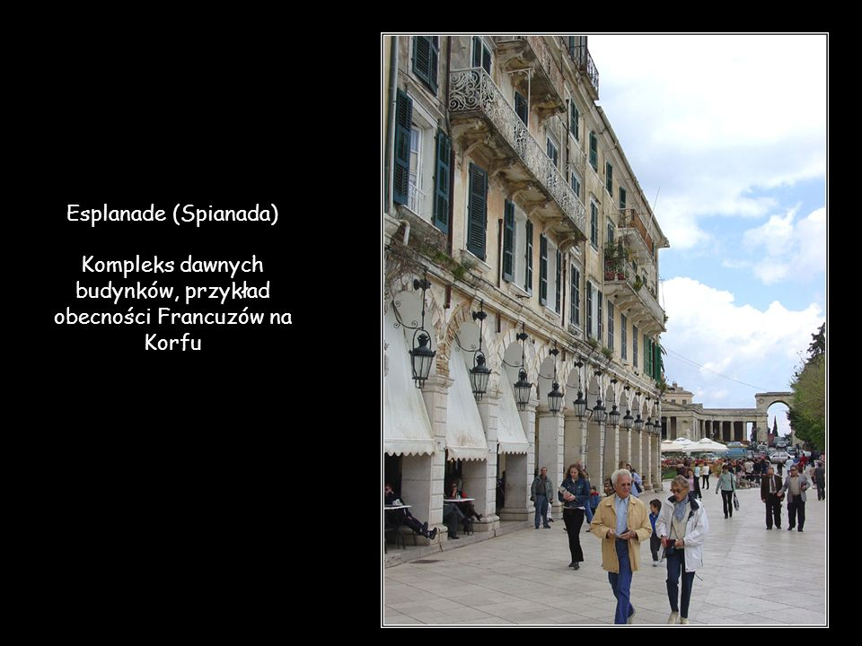 Kompleks dawnych budynków, przykład obecności Francuzów na Korfu