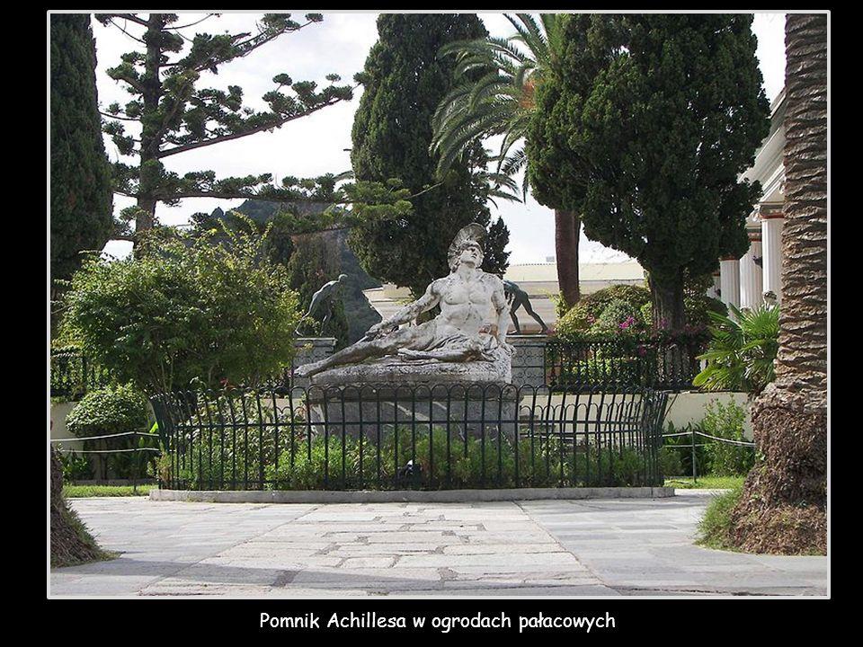 Pomnik Achillesa w ogrodach pałacowych