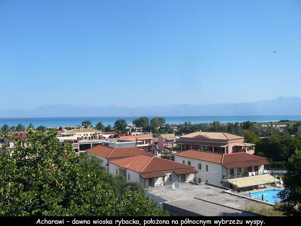 Acharawi – dawna wioska rybacka, położona na północnym wybrzeżu wyspy.
