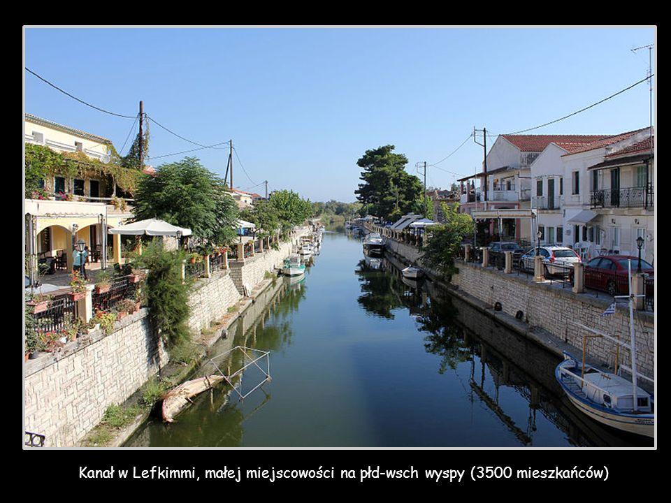 Kanał w Lefkimmi, małej miejscowości na płd-wsch wyspy (3500 mieszkańców)