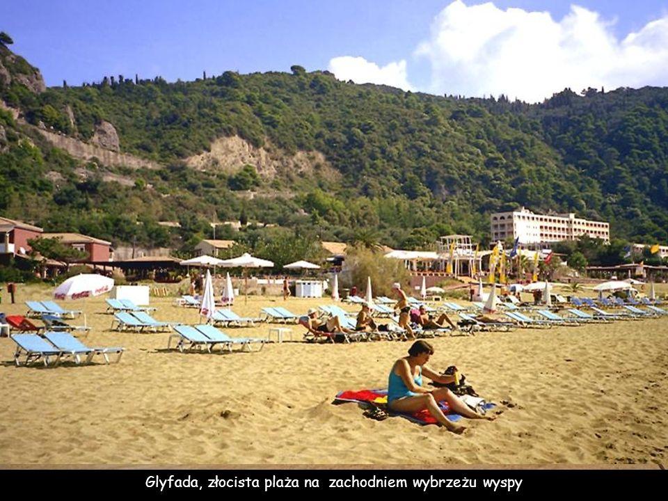 Glyfada, złocista plaża na zachodniem wybrzeżu wyspy