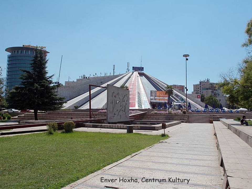 Enver Hoxha, Centrum Kultury