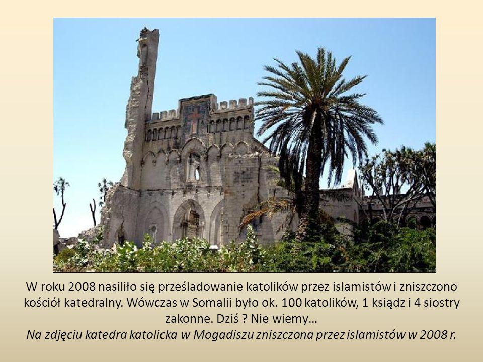 W roku 2008 nasiliło się prześladowanie katolików przez islamistów i zniszczono kościół katedralny. Wówczas w Somalii było ok. 100 katolików, 1 ksiądz i 4 siostry zakonne. Dziś Nie wiemy…
