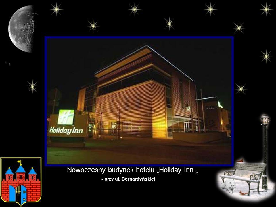 "Nowoczesny budynek hotelu ""Holiday Inn """