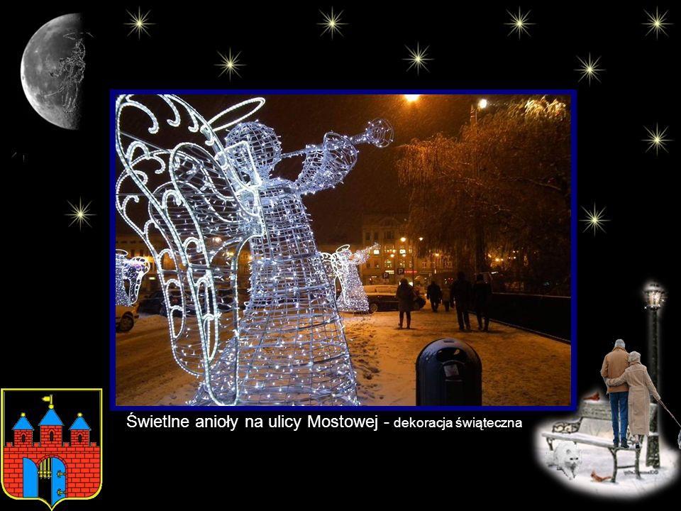 Świetlne anioły na ulicy Mostowej - dekoracja świąteczna