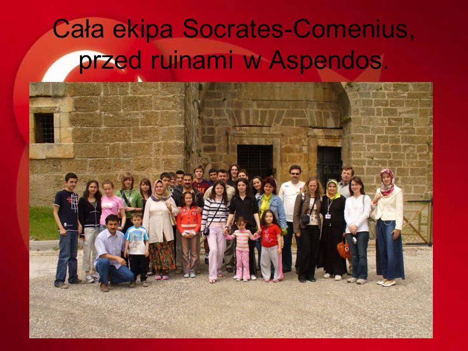Cała ekipa Socrates-Comenius, przed ruinami w Aspendos.