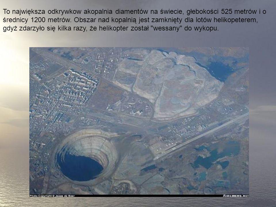 To największa odkrywkow akopalnia diamentów na świecie, głebokości 525 metrów i o średnicy 1200 metrów.