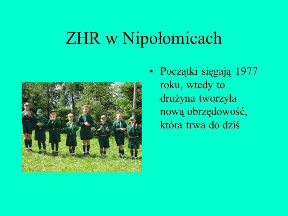 ZHR w Nipołomicach Początki sięgają 1977 roku, wtedy to drużyna tworzyła nową obrzędowość, która trwa do dziś.