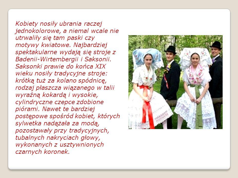 Kobiety nosiły ubrania raczej jednokolorowe, a niemal wcale nie utrwaliły się tam paski czy motywy kwiatowe.
