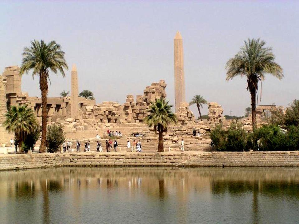 Karnak – Święte jezioro – Część obelisku Hatsepszut
