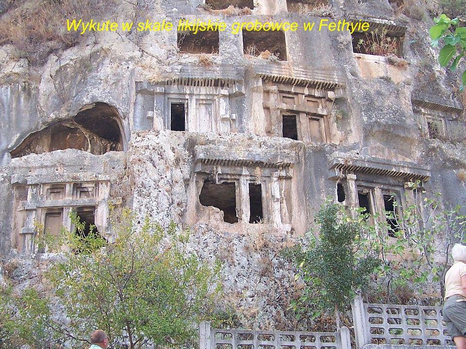 Wykute w skale likijskie grobowce w Fethyie