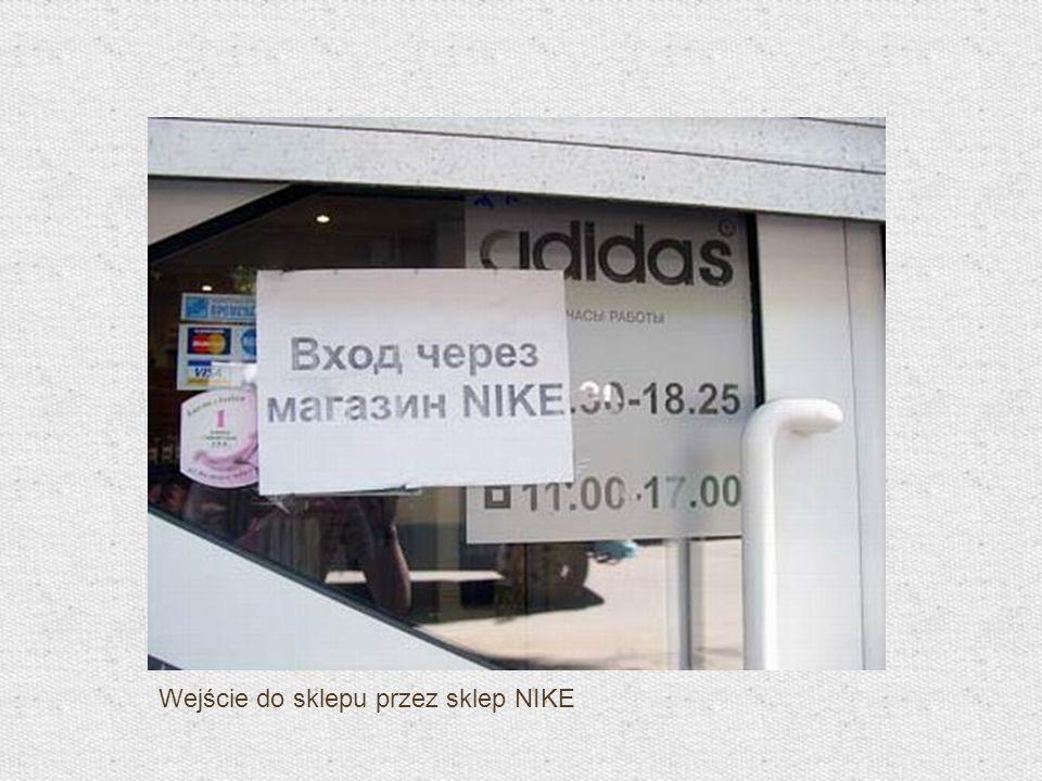 Wejście do sklepu przez sklep NIKE
