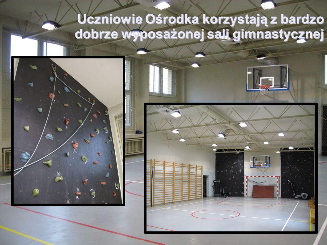 Uczniowie Ośrodka korzystają z bardzo dobrze wyposażonej sali gimnastycznej