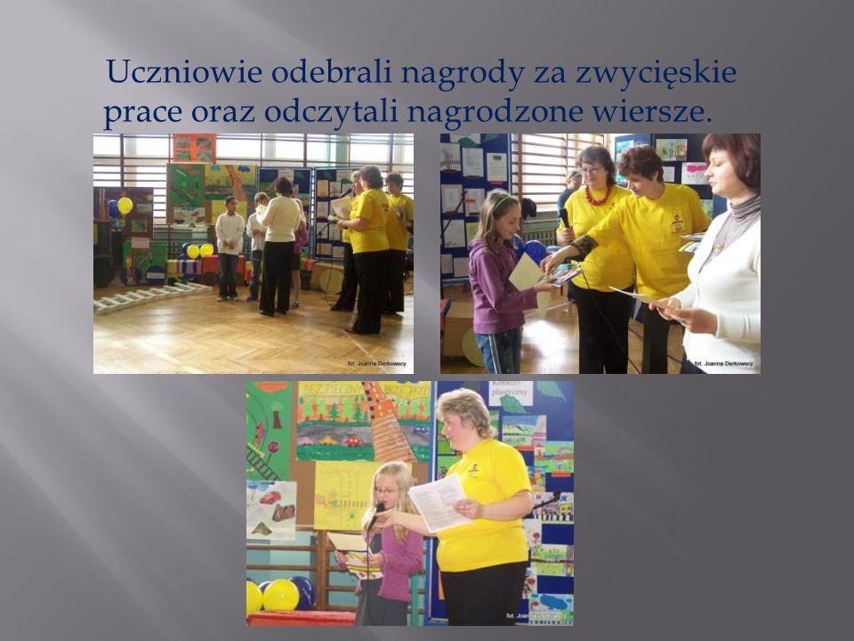 Uczniowie odebrali nagrody za zwycięskie prace oraz odczytali nagrodzone wiersze.