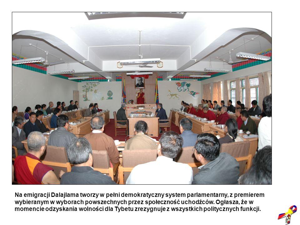 Na emigracji Dalajlama tworzy w pełni demokratyczny system parlamentarny, z premierem wybieranym w wyborach powszechnych przez społeczność uchodźców.