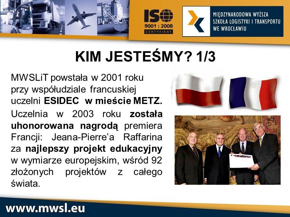 Wręczenie nagrody przez Jeana-Pierre'a Raffarina Kanclerzowi MWSLiT