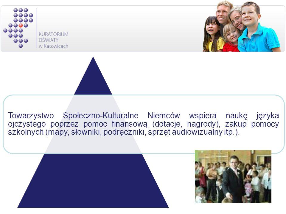 Towarzystwo Społeczno-Kulturalne Niemców wspiera naukę języka ojczystego poprzez pomoc finansową (dotacje, nagrody), zakup pomocy szkolnych (mapy, słowniki, podręczniki, sprzęt audiowizualny itp.).