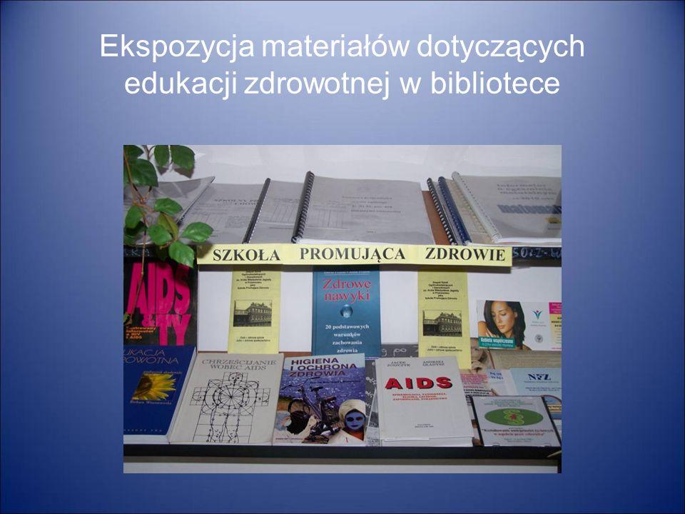 Ekspozycja materiałów dotyczących edukacji zdrowotnej w bibliotece