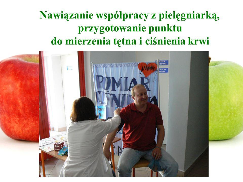 Nawiązanie współpracy z pielęgniarką, przygotowanie punktu do mierzenia tętna i ciśnienia krwi