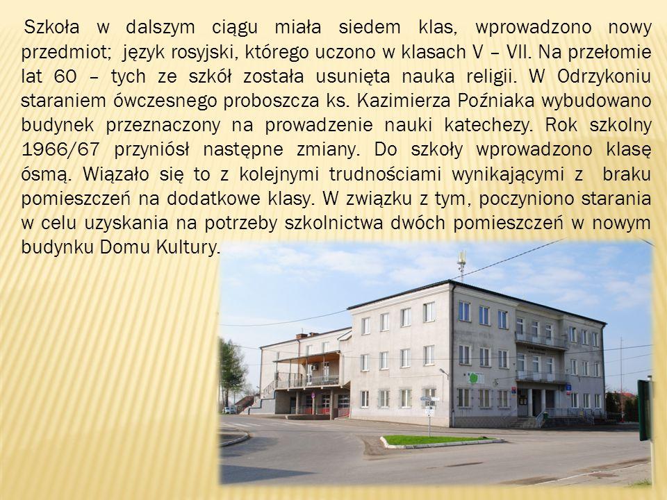 Szkoła w dalszym ciągu miała siedem klas, wprowadzono nowy przedmiot; język rosyjski, którego uczono w klasach V – VII.
