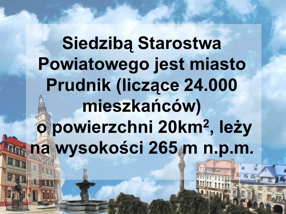 o powierzchni 20km2, leży na wysokości 265 m n.p.m.