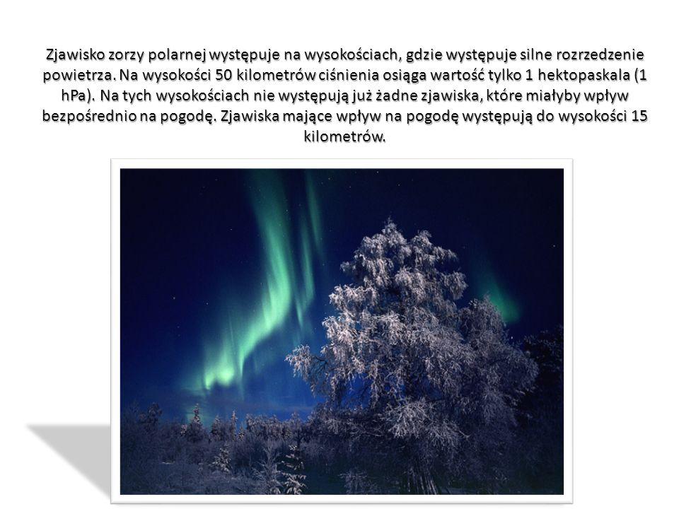 Zjawisko zorzy polarnej występuje na wysokościach, gdzie występuje silne rozrzedzenie powietrza.