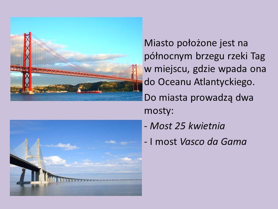 Miasto położone jest na północnym brzegu rzeki Tag w miejscu, gdzie wpada ona do Oceanu Atlantyckiego.