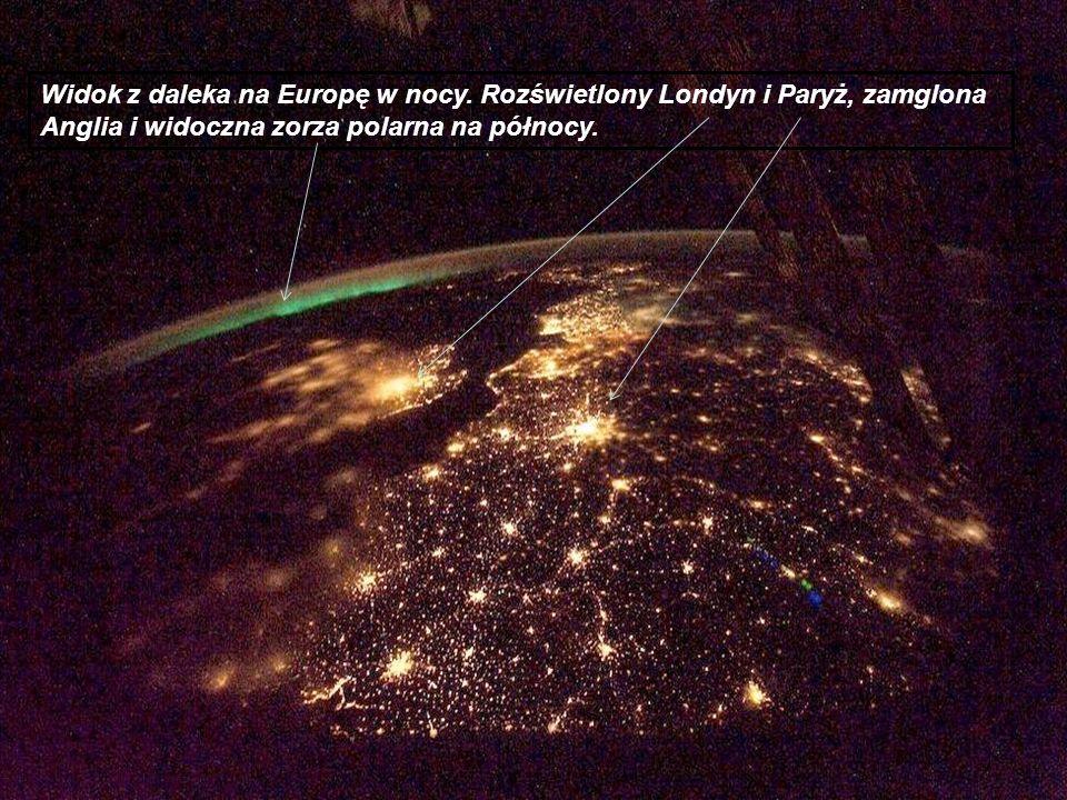 Widok z daleka na Europę w nocy