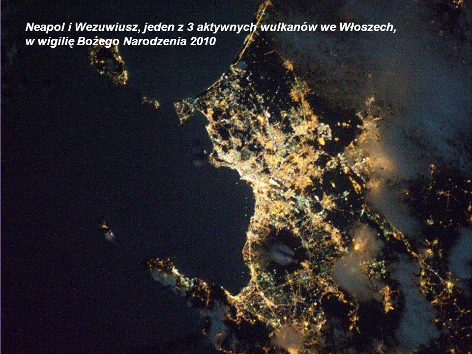 Neapol i Wezuwiusz, jeden z 3 aktywnych wulkanów we Włoszech,