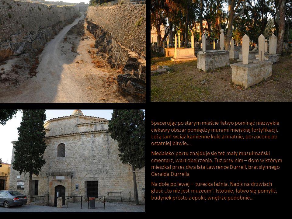 Spacerując po starym mieście łatwo pominąć niezwykle ciekawy obszar pomiędzy murami miejskiej fortyfikacji. Leżą tam wciąż kamienne kule armatnie, porzucone po ostatniej bitwie…