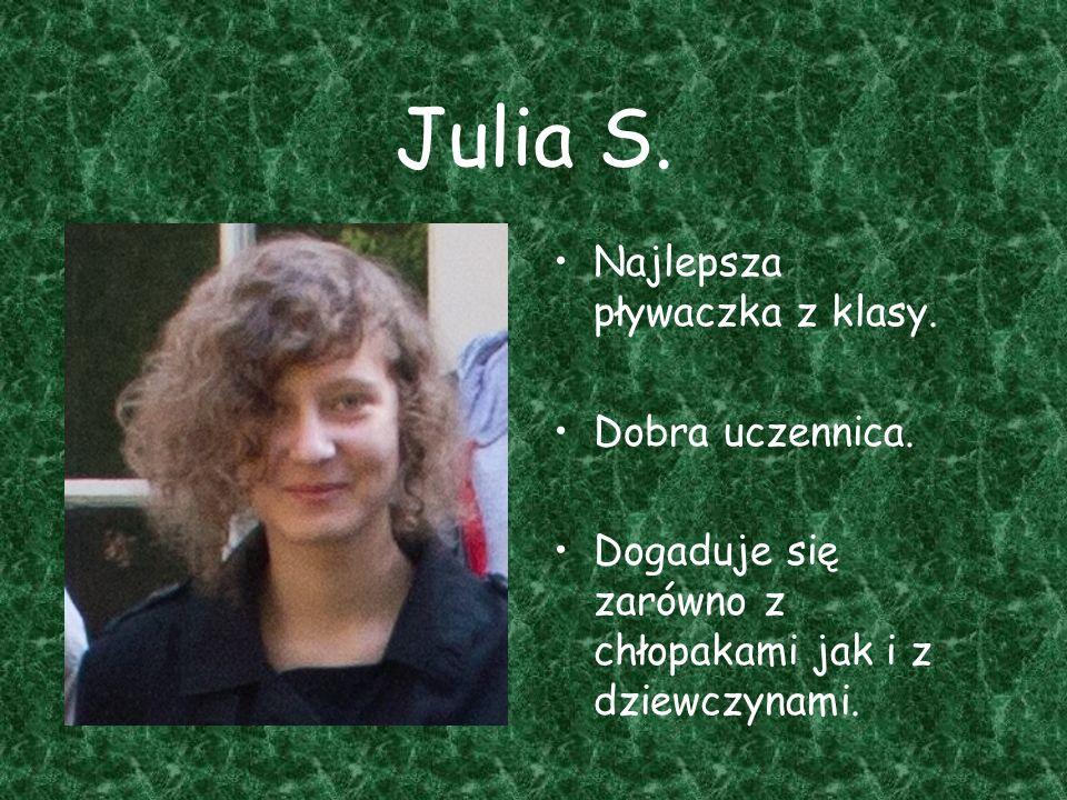 Julia S. Najlepsza pływaczka z klasy. Dobra uczennica.