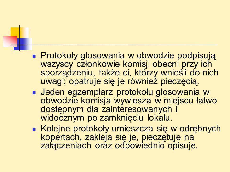 Protokoły głosowania w obwodzie podpisują wszyscy członkowie komisji obecni przy ich sporządzeniu, także ci, którzy wnieśli do nich uwagi; opatruje się je również pieczęcią.