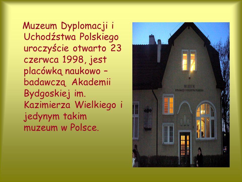 Muzeum Dyplomacji i Uchodźstwa Polskiego uroczyście otwarto 23 czerwca 1998, jest placówką naukowo – badawczą Akademii Bydgoskiej im.