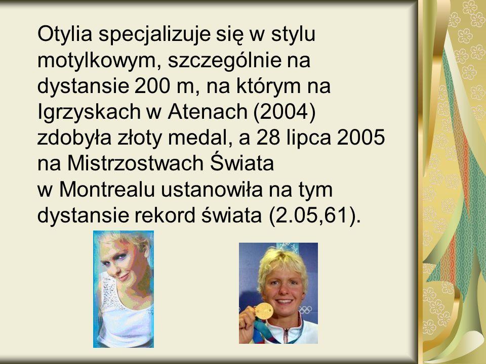 Otylia specjalizuje się w stylu motylkowym, szczególnie na dystansie 200 m, na którym na Igrzyskach w Atenach (2004) zdobyła złoty medal, a 28 lipca 2005 na Mistrzostwach Świata