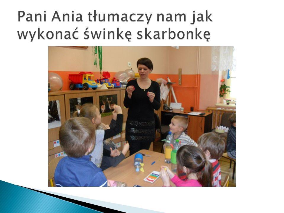 Pani Ania tłumaczy nam jak wykonać świnkę skarbonkę