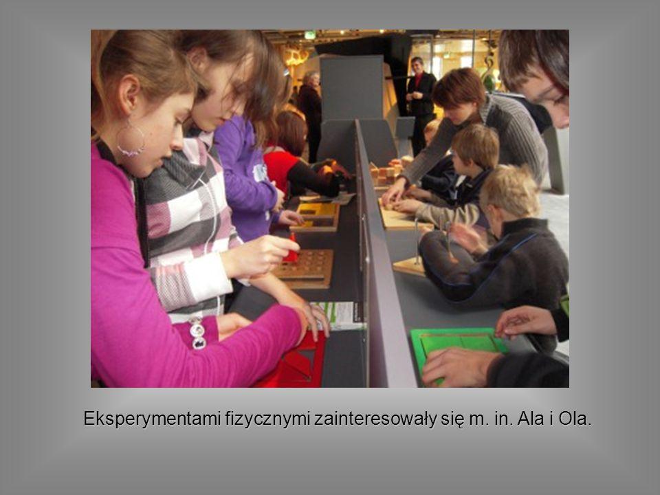 Eksperymentami fizycznymi zainteresowały się m. in. Ala i Ola.