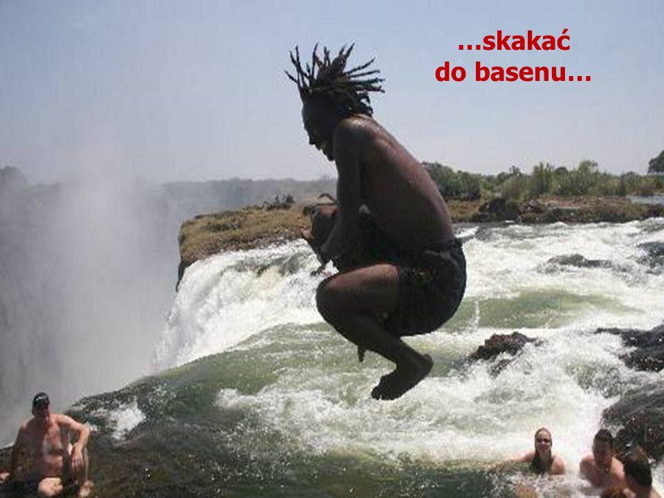 …skakać do basenu…
