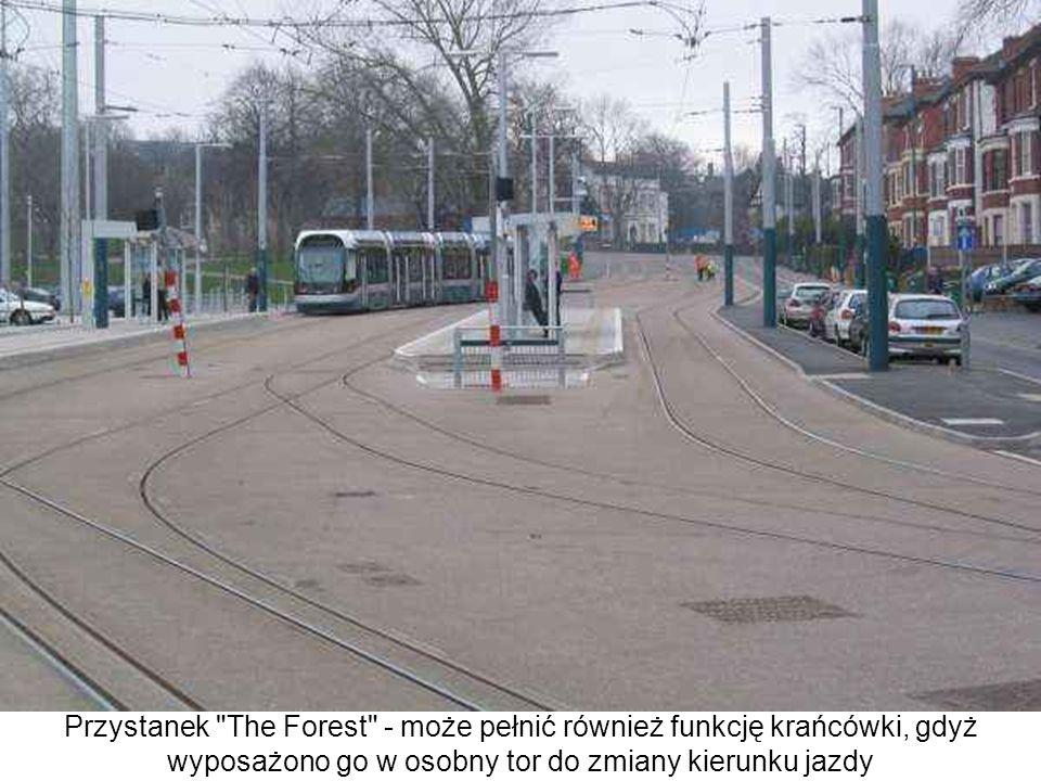 Przystanek The Forest - może pełnić również funkcję krańcówki, gdyż wyposażono go w osobny tor do zmiany kierunku jazdy