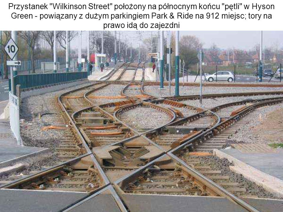 Przystanek Wilkinson Street położony na północnym końcu pętli w Hyson Green - powiązany z dużym parkingiem Park & Ride na 912 miejsc; tory na prawo idą do zajezdni