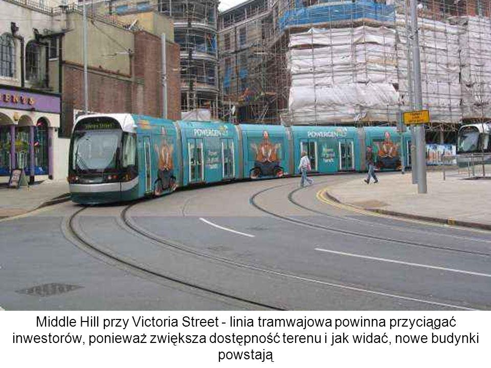 Middle Hill przy Victoria Street - linia tramwajowa powinna przyciągać inwestorów, ponieważ zwiększa dostępność terenu i jak widać, nowe budynki powstają