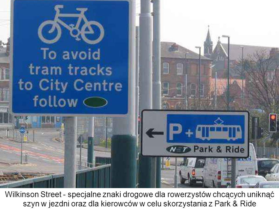 Wilkinson Street - specjalne znaki drogowe dla rowerzystów chcących uniknąć szyn w jezdni oraz dla kierowców w celu skorzystania z Park & Ride