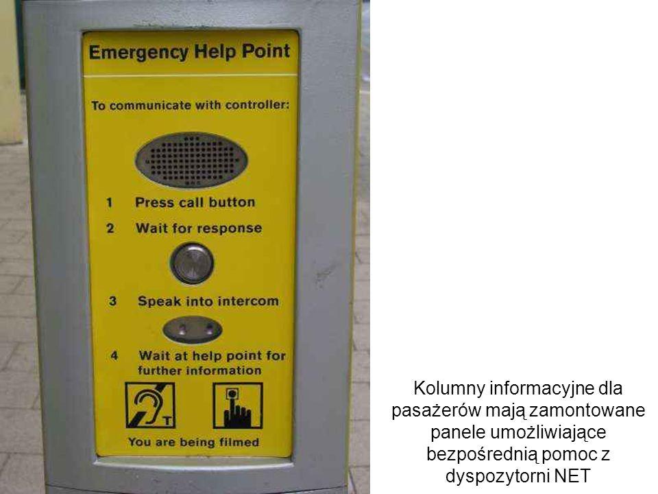 Kolumny informacyjne dla pasażerów mają zamontowane panele umożliwiające bezpośrednią pomoc z dyspozytorni NET